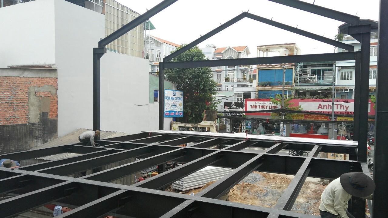 cửa hàng thép tiền chế Yame trong quá trình xây dựng