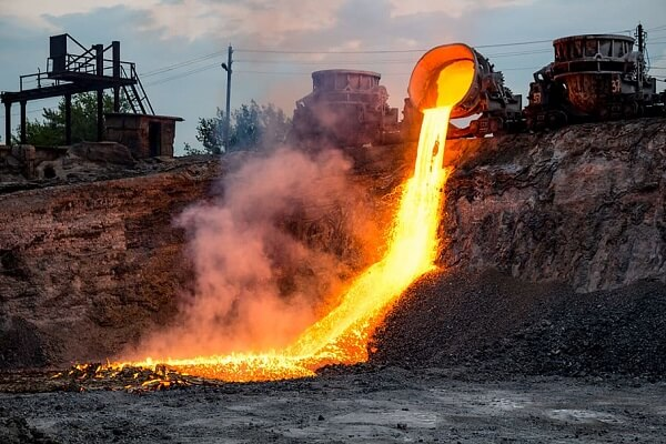 Xỉ sắt được bỏ đi sau quá trình luyện thép