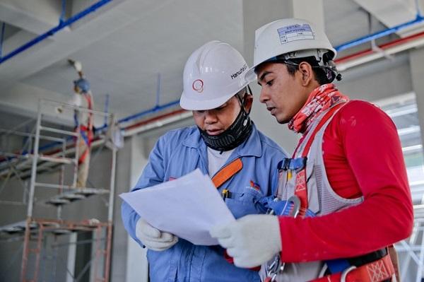 Kỹ sư xây dựng giám sát công trình