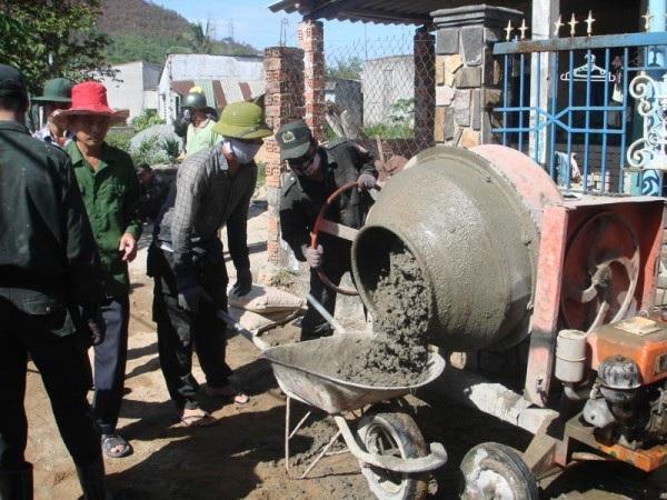 Bê tông trộn thủ công thích hợp cho các công trình nhỏ, nằm sâu trong ngõ, ngách, hẻm